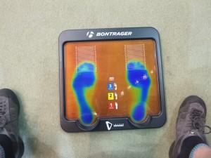 スーパーフィートとのコラボインソール用の足型測定ボード。