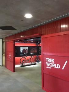 展示会場入口。トレック創業時のイメージ。