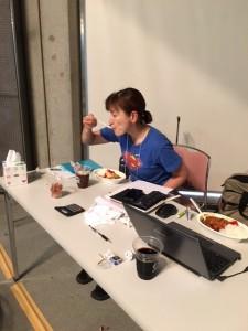暁子、朝も昼もカレーです。