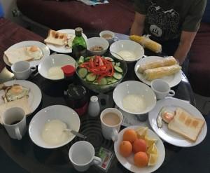 この日の朝食はとうきびもあり豪華です。