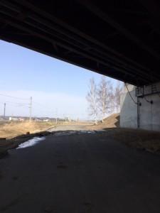 橋の下もほぼ開通してます。乗車でいけました。